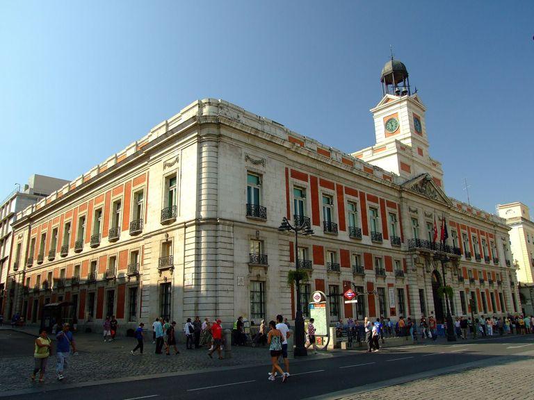 Los borbones carlos iii for Casa de correos