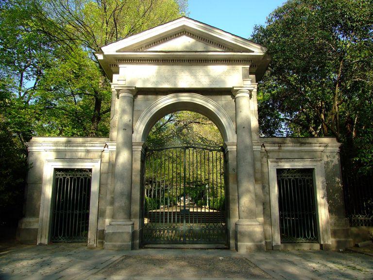 Los borbones carlos iii for Entrada jardin botanico madrid